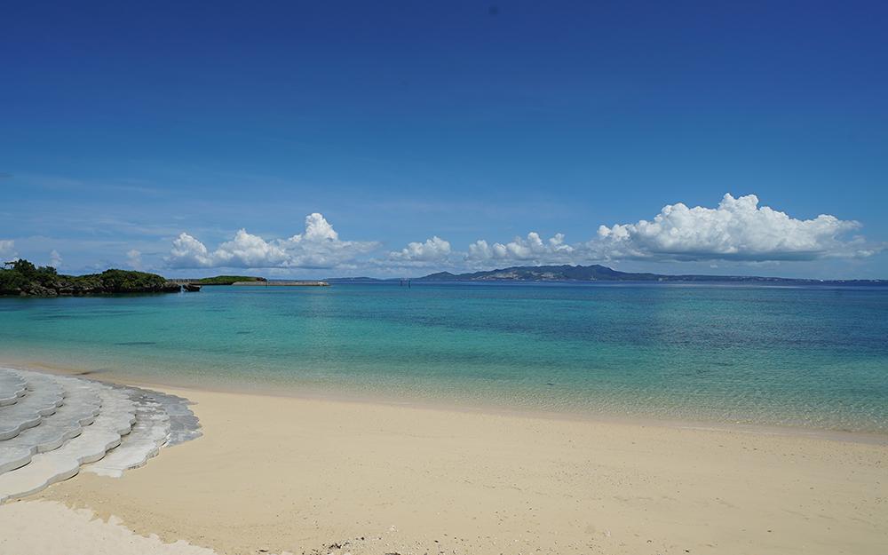 恩納村のダイヤモンドビーチは地元でも知る人ぞ知る穴場のビーチです。